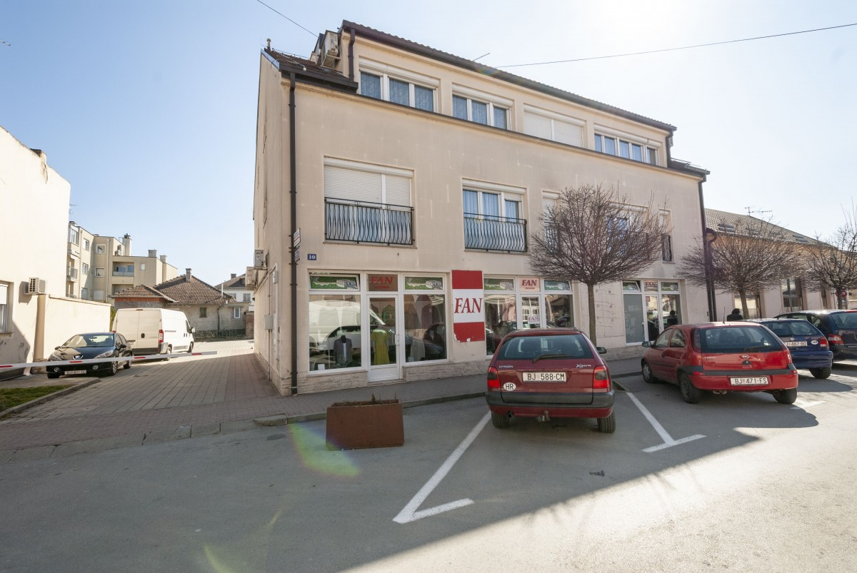 Stambeno-poslovna zgrada: Petra Zrinskog 10