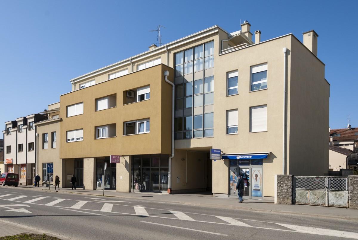 Stambeno-poslovna zgrada: Franjevačka 3